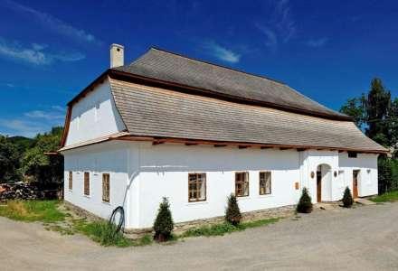 Areál Fojtství v Kozlovicích a Obecná škola Kozlovice