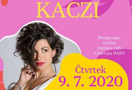 Kaczi: intimní koncert živelné písničkářky z Beskyd