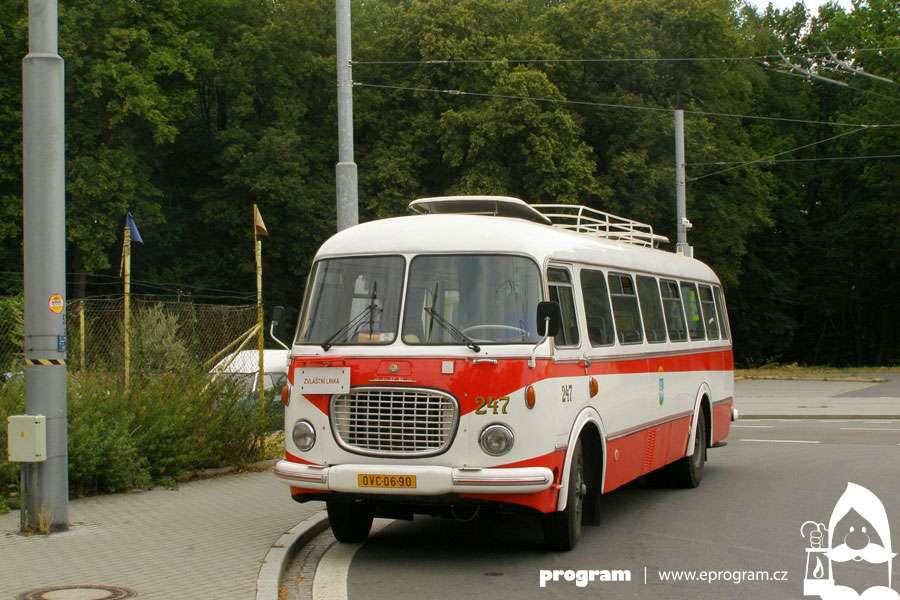 Prázdninové jízdy historickými vozidly