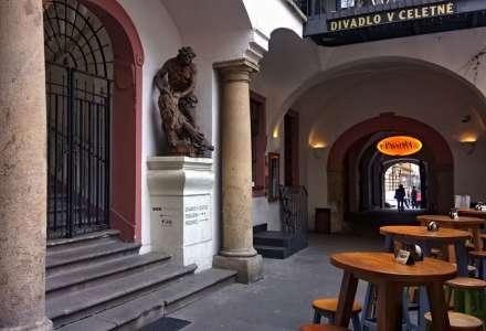 #Kultura on-line: Divadlo v CeletnéKašpar na čekané - Cestování