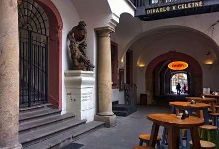 #Kultura on-line: Divadlo v Celetné - Tři u stolu