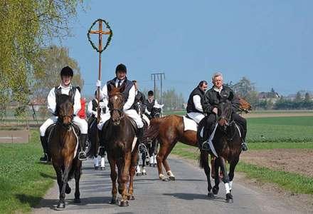 Koňská procesí v Polsku Pietrowice Wielkie