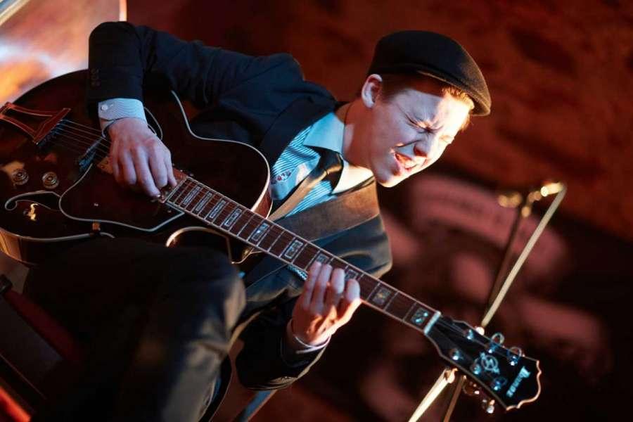 Kanadský jazzman a kytarista v Parníku