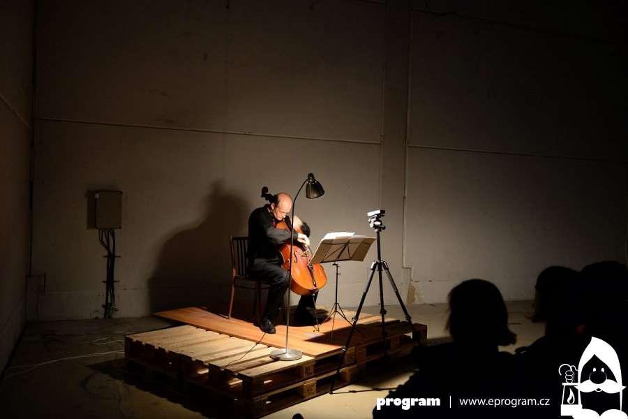 Koncert violoncellisty v PLATO