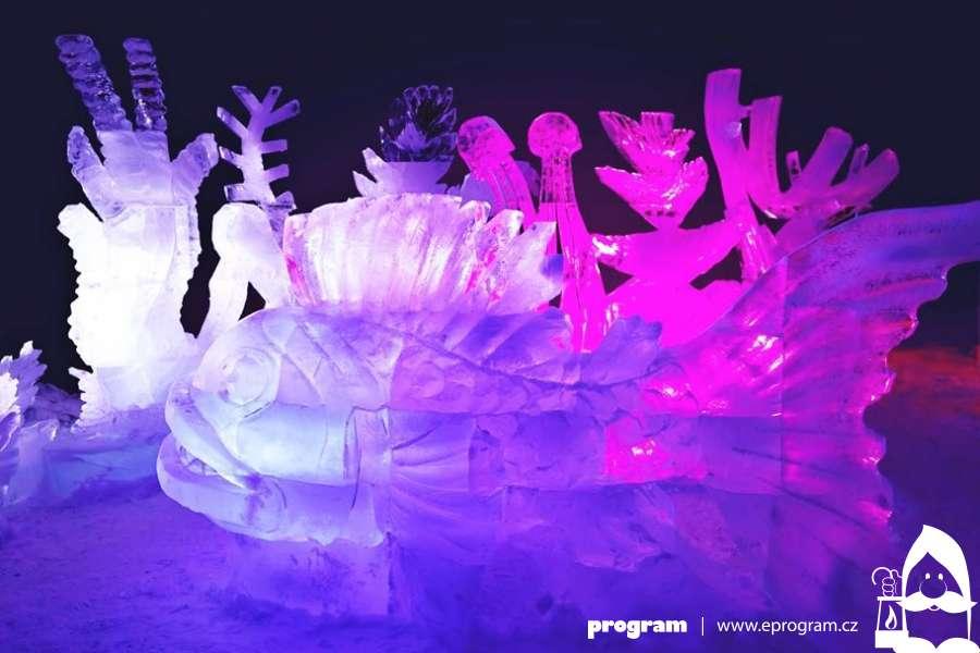 Ledové sochy vznikají na Pustevnách i letos