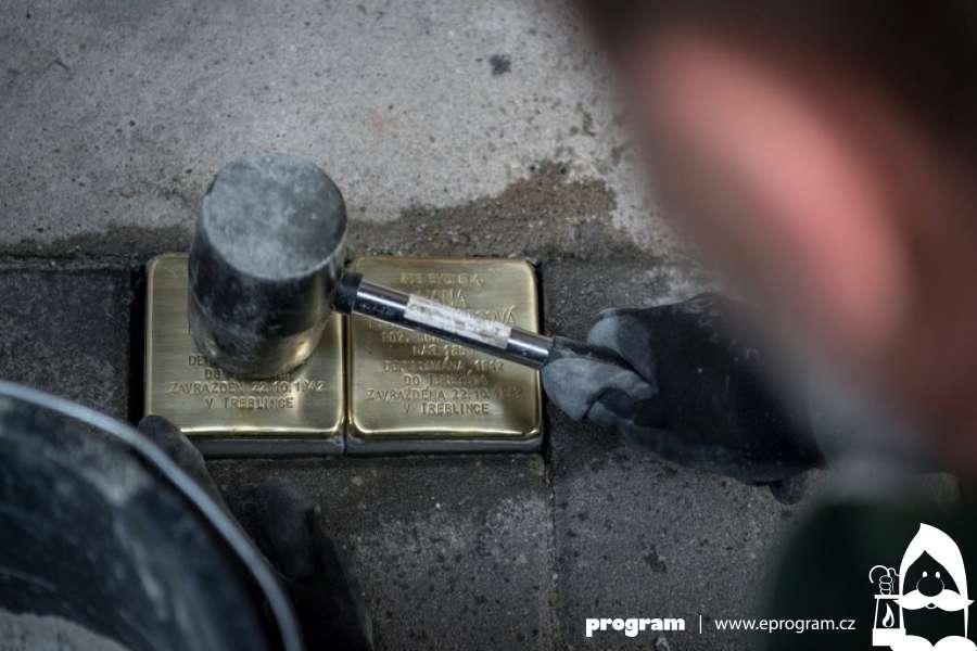 V ulicích Ostravy přibyly další kameny zmizelých