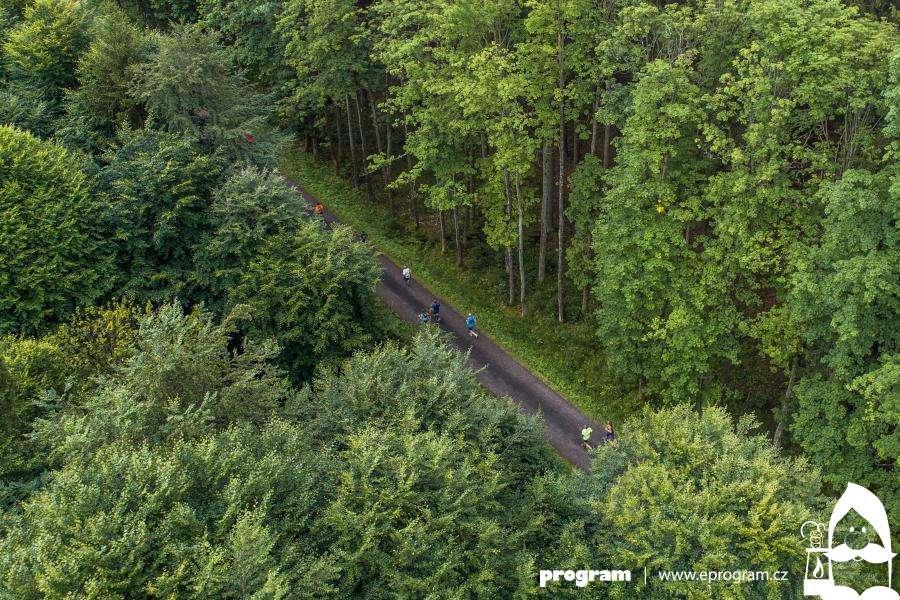 Běhej lesy startují registrace, lákají nově i na extra dlouhé tratě