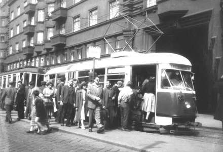 Ostrava, tramvajová doprava. Tramvajová zastávka se nyní po letech vrátila zpět na Karolínu