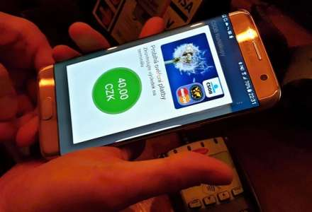 Místo karty mobil nebo hodinky. Češi tuto možnost využívají stále více