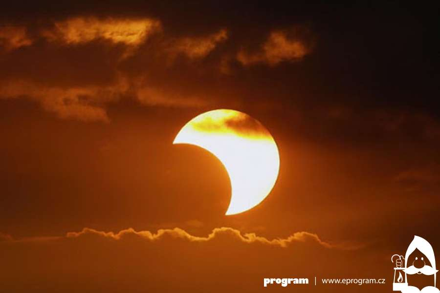 Po šesti letech dnes uvidíme částečné zatmění Slunce
