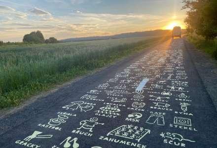 Nová designová cyklostezka pobaví unikátním potiskem kresleného slovníku moravskoslezského nářečí od designéra Radka Leskovjana