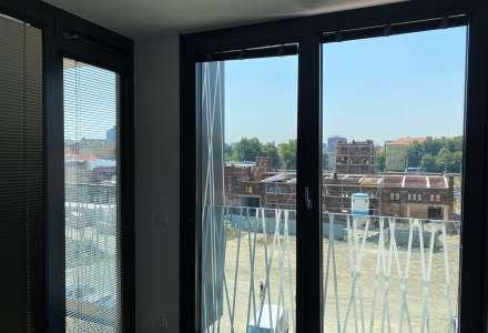 Velká okna působí velmi moderně a interiér efektně prosvětlí.