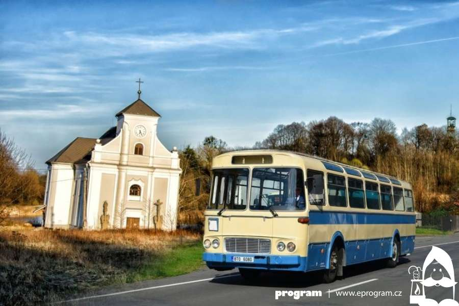 Historickým autobusem kolem Šikmého kostela