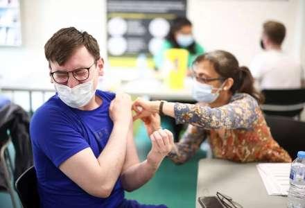 Očkovaní a neočkovaní. Analýza ukázala, jakou zátěž představují pro zdravotnictví