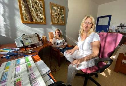 Monika Kirmanová s klientkou před začátkem terapie