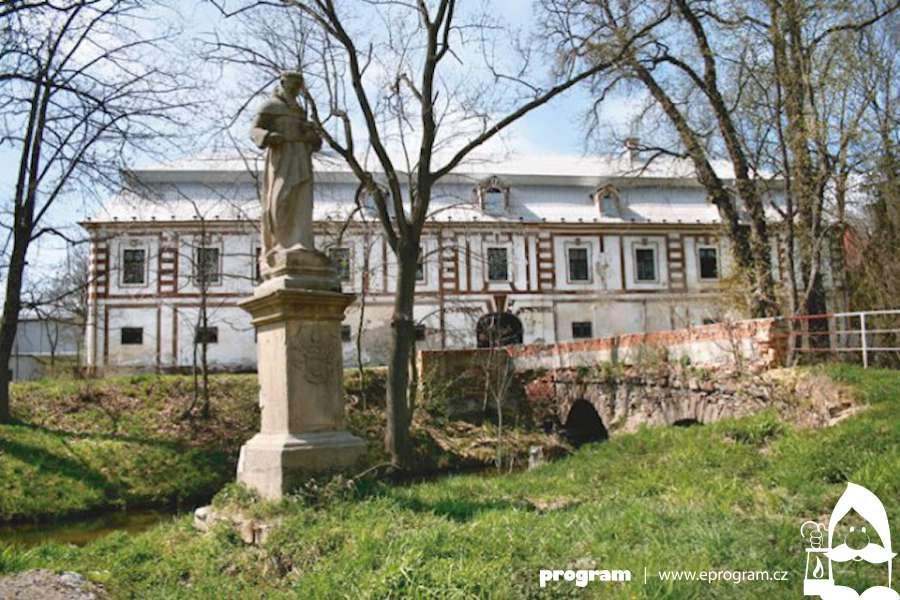 Lidé mohou navštívit zámek v Bravanticích, nemohlo se do něj déle než 25 let