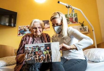 ADRA zve na výstavu o dobrovolnictví Hodina, která mění životy