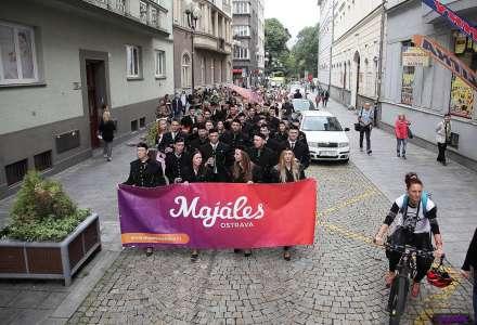 Průvod, tramvaj a oficiální afterparty. Doprovodné akce, které dotvářejí Majáles Ostrava